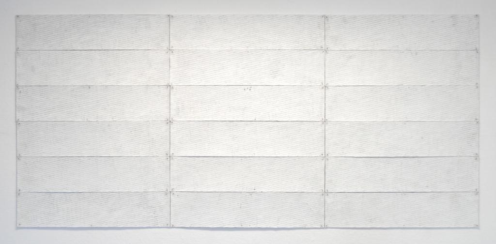 18 witte paneeltjes, acrylverf, potlood en papier op karton, 240x110 cm, 1979