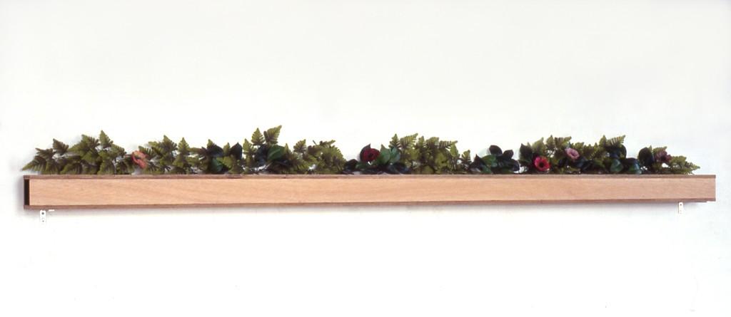 Aan de rand van de stad, zijdematverf op hout, plastic, 244x12x25 cm, 1993