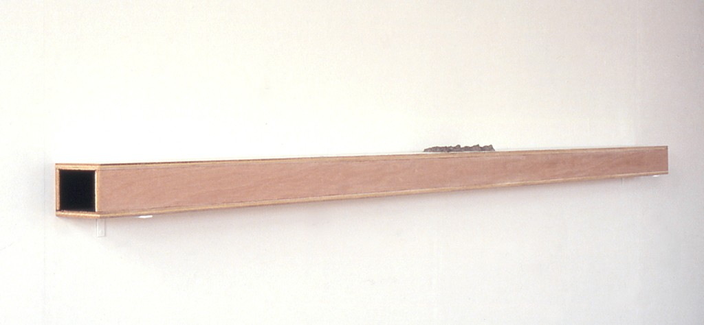 Twee weggetjes, zijdematverf, acrylverf en papier maché op hout, 244x12x14 cm 1991