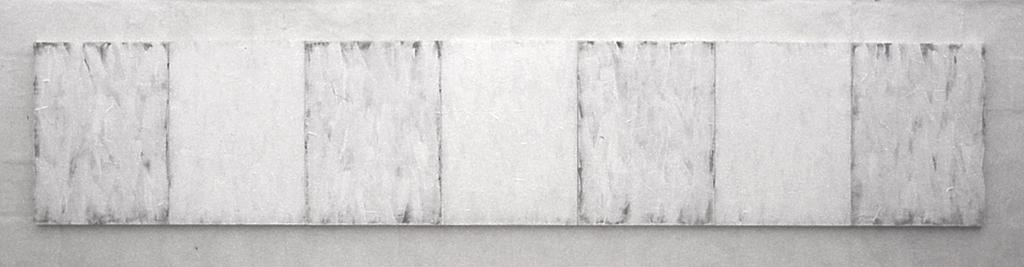 Zeven witte paneeltjes, acrylverf en papier op triplex paneel, 420x81 cm, 1980